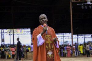 Rev. Father Ejike Mbaka - Mmeri Bu Nke Anyi (We Are Victorious)